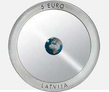 Уникальная прозрачная монета из Латвии