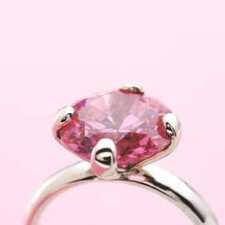 Розовые бриллианты: особенности и стоимость