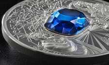 Монетки со вставками из драгоценных и полудрагоценных камней