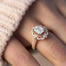 Чем обручальное кольцо отличается от помолвочного