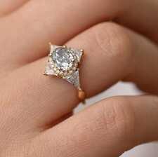 Кольца с цветными бриллиантами