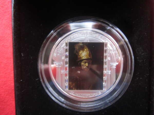 Монета Человек в золотом шлеме